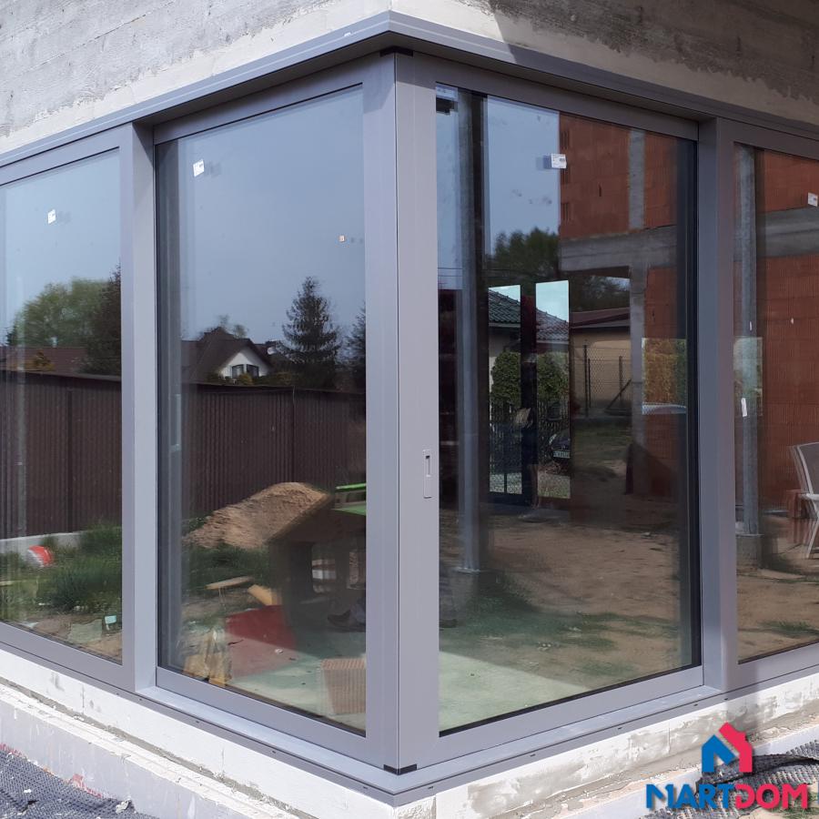 Okno HST aluminiowe z montażem Kraków. Aluprof okno z niskiem progiem.
